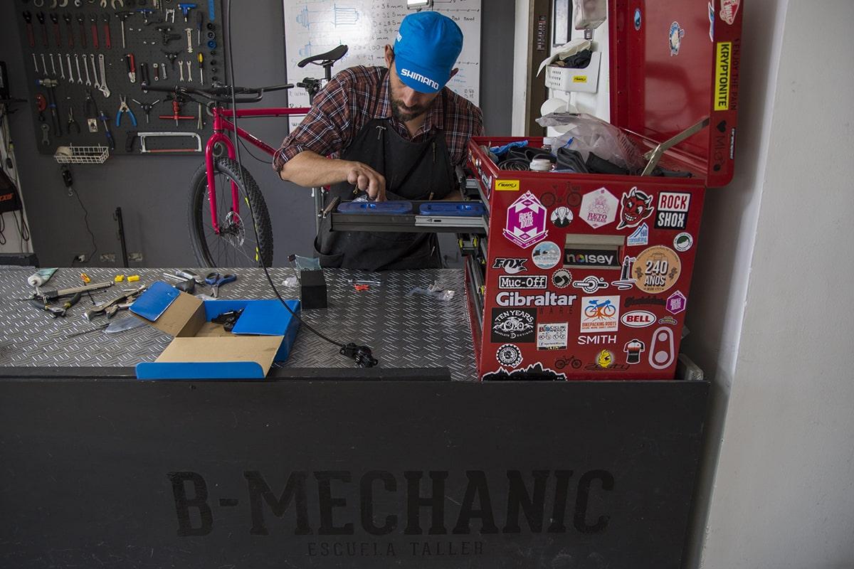 b mechanic bike buiding rodando los andes